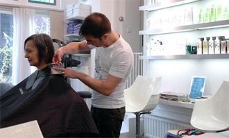 peignoir serviette salon coiffure coiffeur hygiène propre